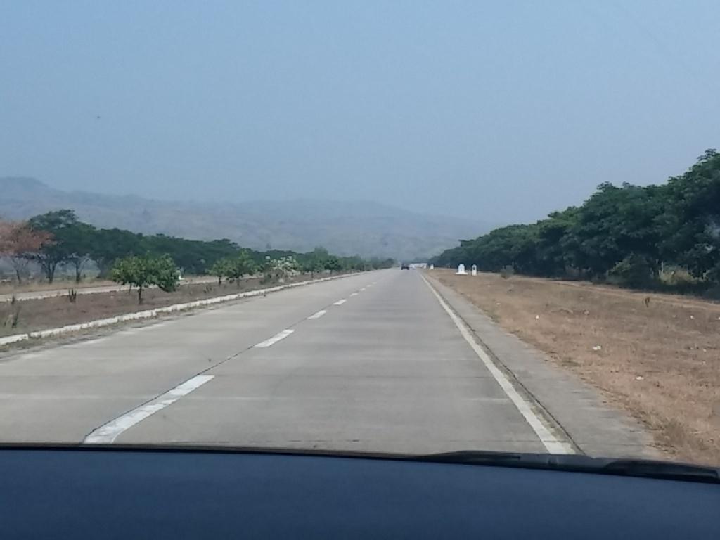 ネピドーへの道路
