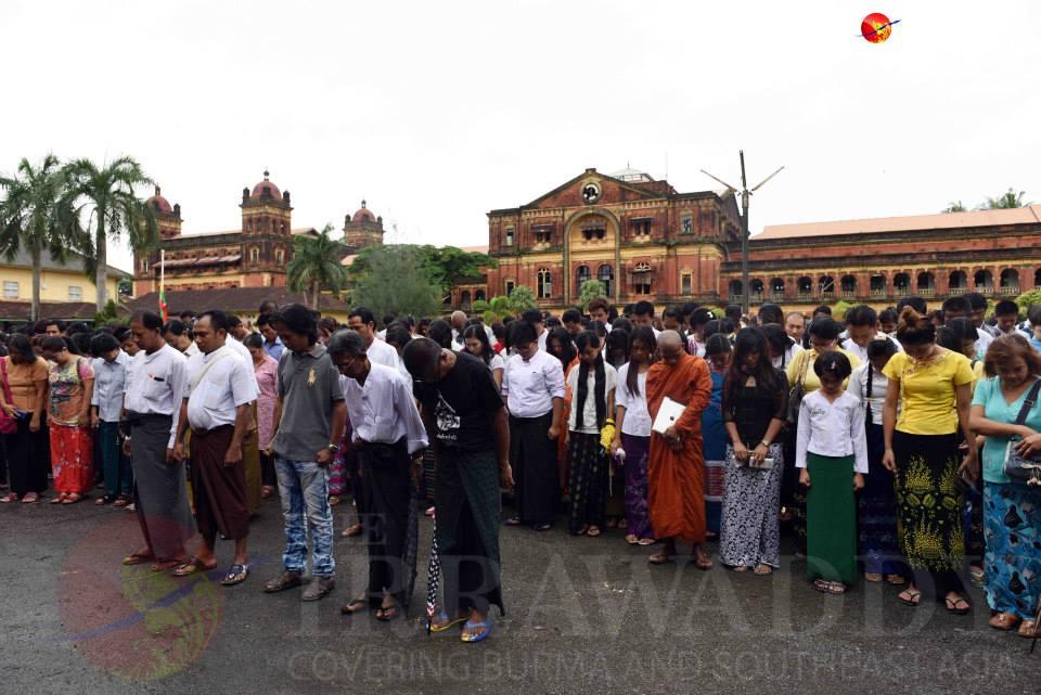 暗殺された7月19日午前10時37分に黙祷(Photo by Irrawaddy news)