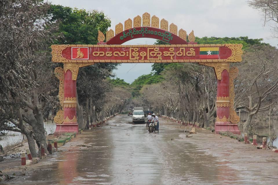 水が引いた後のサカイン管区のカレー市の門