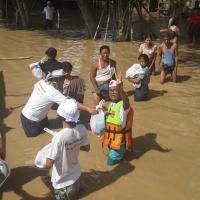 水位が浅いところでは船が焦げません。でも、救援物資は必ず届きます。