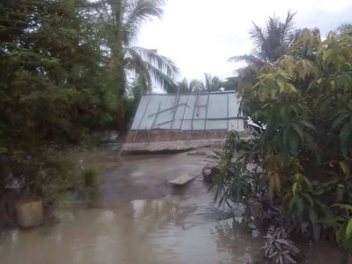 【北部の被災地】水が引いた後に家が高さ約2メートルの泥に埋まっている➀