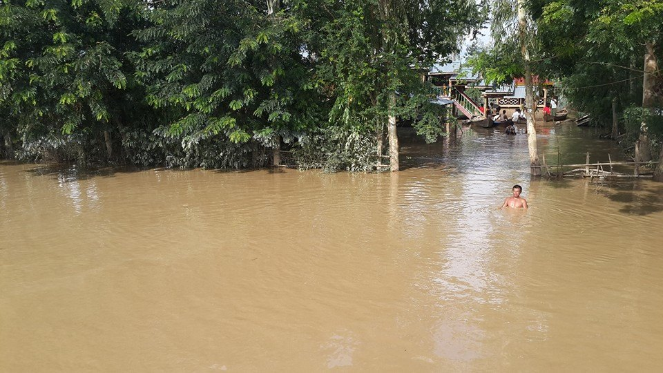 村の道路もなくなり水路へ変身