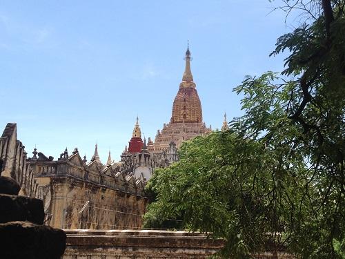アナンダ寺院、11世紀チャシッター王によって造られました。