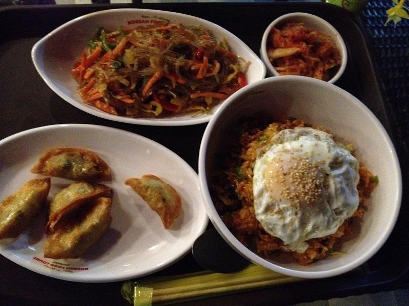 買い物のついでに韓国料理も食べれます(ユアマジャウンランのプロマート)